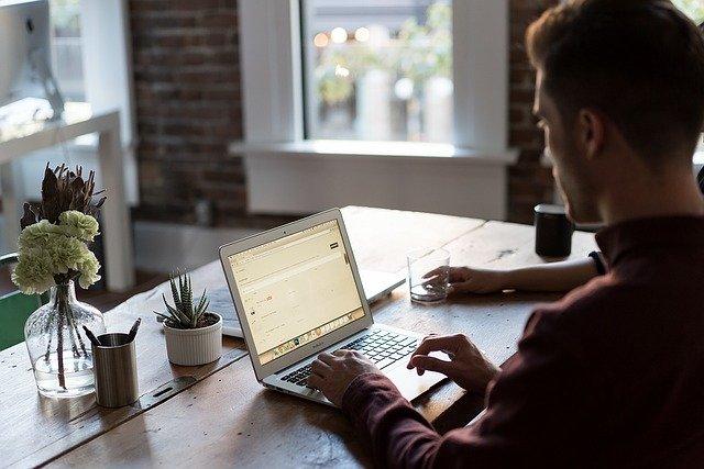 kancelář a psací stůl