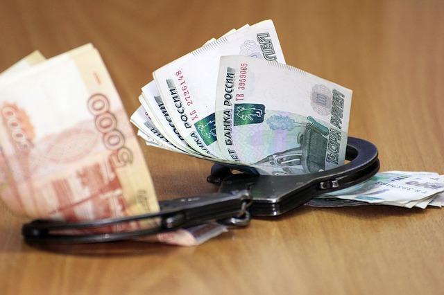 bankovky v poutech