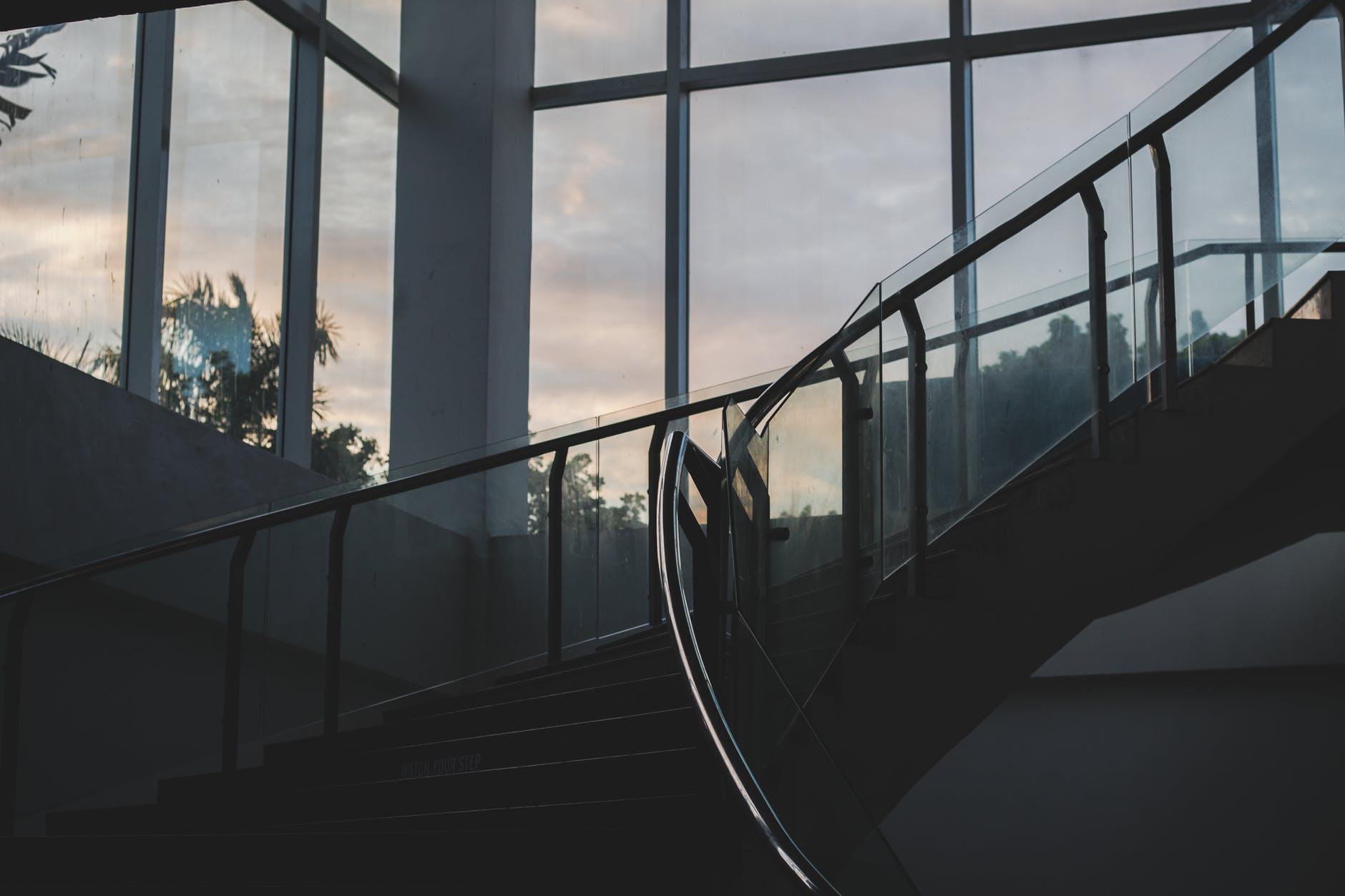 schody, zábradli